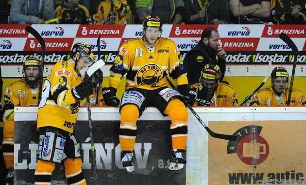 Smutek na litvínovské střídačce, Třinec snížil ve finále na 1:2 na zápasy.
