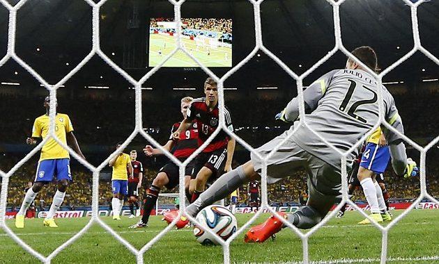 Šestý gól německého celku takhle vstřelil střídající Andre Schürrle (č. 9).