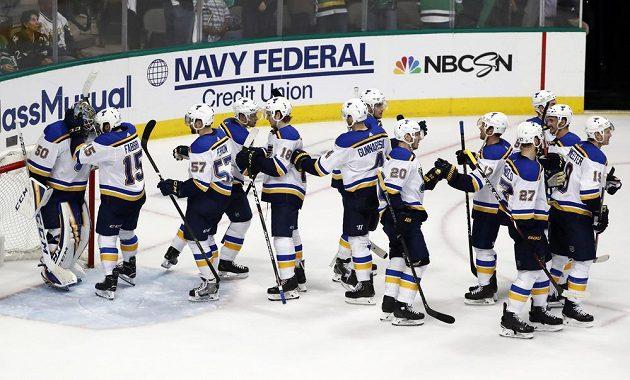 Hokejisté St. Louis se radují z vítězství