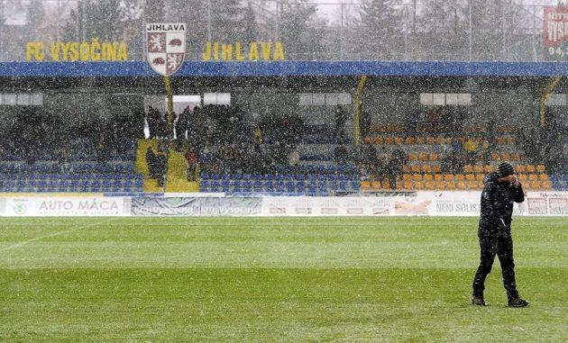 Zápas 20. kola fotbalové Gambrinus ligy mezi Jihlavou a Mladou Boleslaví se kvůli nepříznivému počasí a špatnému stavu hrací plochy v pondělí neuskutečnil.