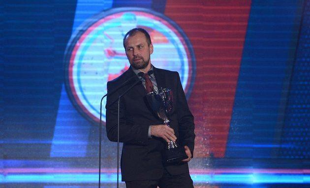 Rostislav Vlach s cenou pro nejlepšího trenéra uplynulého extraligového ročníku.
