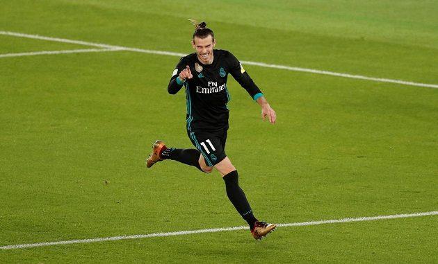 Gareth Bale z Realu se raduje z druhého gólu proti Al Džazíře.