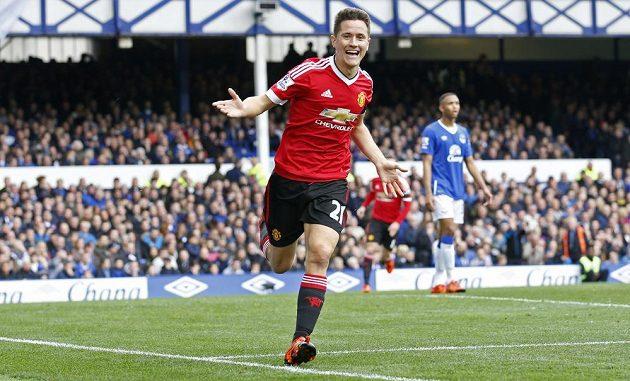 Ander Herrera z Manchesteru United se raduje z trefy proti Evertonu.