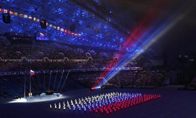 Světelná show v ruských barvách v úvodu slavnostního zahájení olympijských her v Soči.