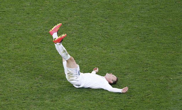 Wayne Rooney po jedné z neproměněných šancí proti Uruguayi.