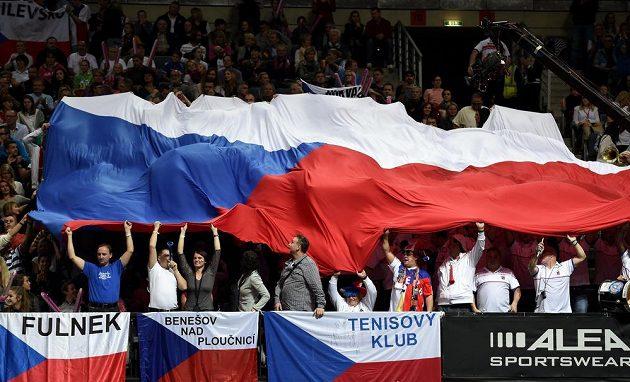 Fanoušci během utkání Petry Kvitové s Andreou Petkovičovou ve finále Fed Cupu.
