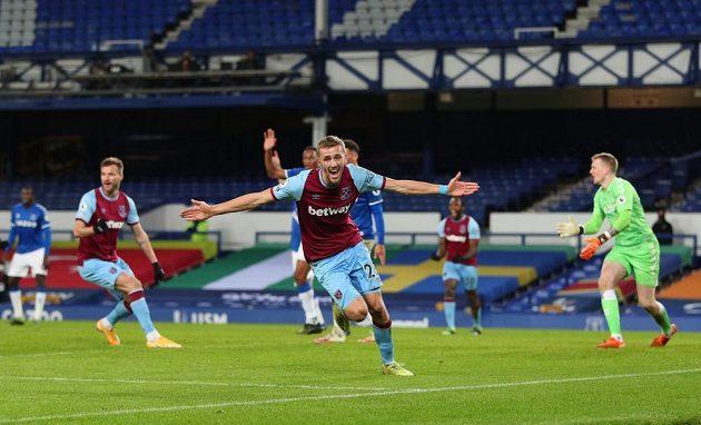Radost Tomáše Součka z West Hamu po gólu proti Evertonu.