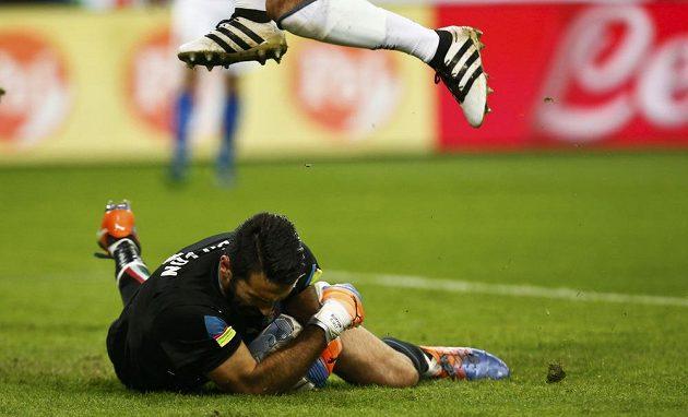Italský brankář Gianluigi Buffon během přípravného zápasu s Německem.