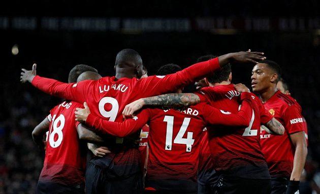 Radost hráčů Manchesteru United po gólu Romela Lukaka proti Bournemouthu.