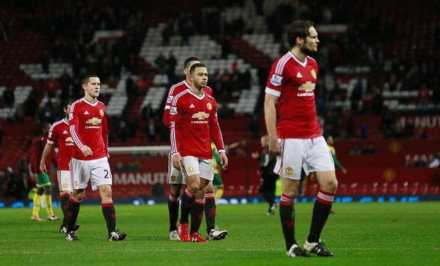 Zklamaní fotbalisté Manchesteru United po porážce od Norwiche.