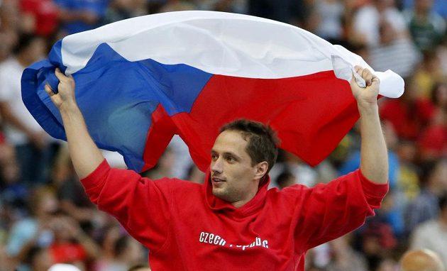 Oštěpař Vítězslav Veselý slaví zlatou medaili na atletickém mistrovství světa v Moskvě.