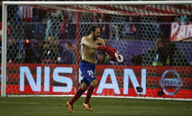 Obránce Junafran poslal Atlético Madrid do čtvrtfinále Ligy mistrů.