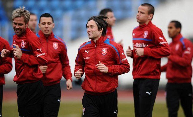 Tomáš Rosický (uprostřed) během tréninku české fotbalové reprezentace před utkáním s Norskem.