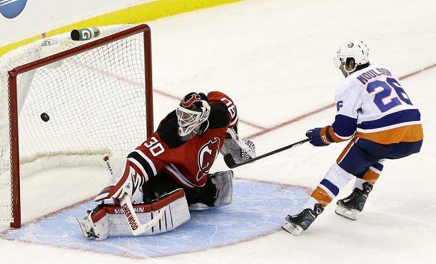 Ani už legendární brankář Martin Brodeur nedokázal zabránit domácí porážce New Jersey s NY Islanders