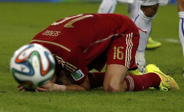 Zdrcený Sergi Busquets poté, co selhal v dobré střelecké pozici před chilskou brankou.