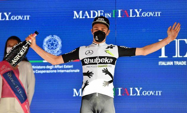 V náročné 11. etapě cyklistického Gira d'Italia slavil poprvé v kariéře Švýcar Mauro Schmid.