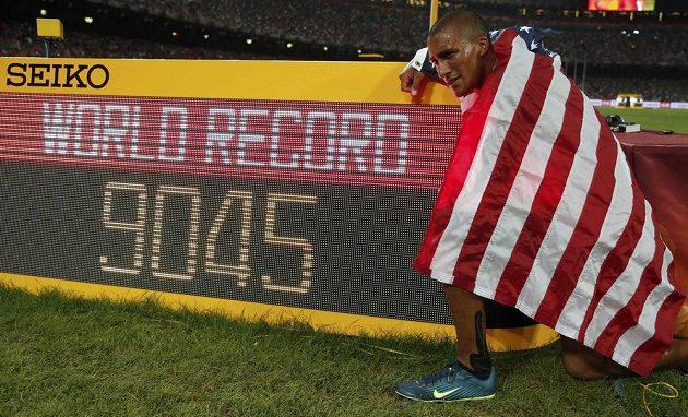 Američan Ashton Eaton překonal na MS v Pekingu světový rekord v desetiboji.