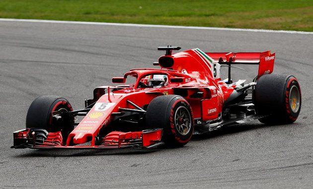 Sebastian Vettel na trati v Belgii.