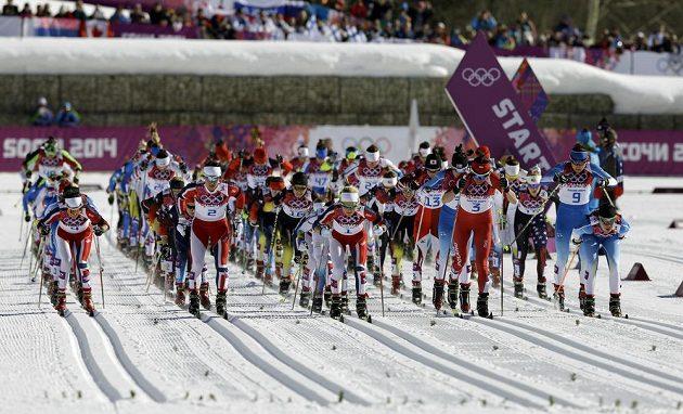Start olympijského závodu ve skiatlonu žen.
