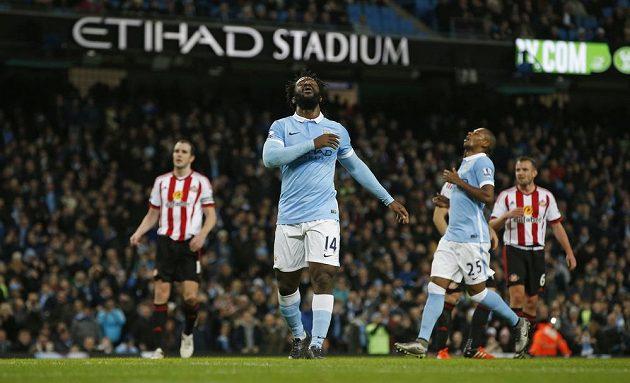 Gesto zmaru Wilfrieda Bonyho po neproměněné penaltě v duelu se Sunderlandem.