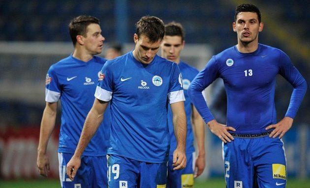 Zklamaní liberečtí fotbalisté zleva Ondřej Kušnír, Michael Rabušic a Renato Kelič po prohraném zápase s Duklou.