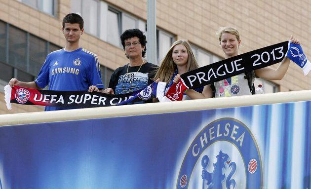 Příznivci londýnské Chelsea v pražských Vršovicích.