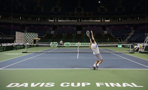 Tenista Radek Štěpánek (vpředu) na tréninku českého týmu před finále Davis Cupu v Bělehradu.