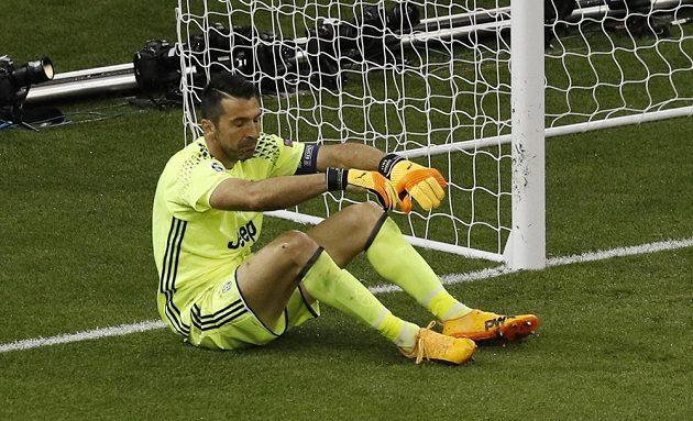 Zklamaný Buffon po druhém inkasovaném gólu.