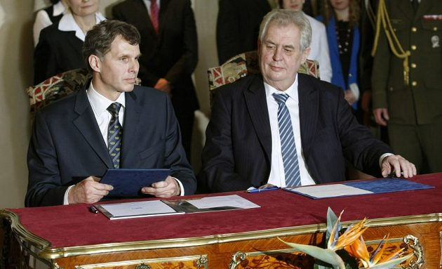 Předseda Českého olympijského výboru Jiří Kejval (vlevo) a prezident Miloš Zeman.