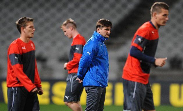Trenér plzeňských fotbalistů Dušan Uhrin během předzápasového tréninku na stadiónu Stade de Garland před úvodním utkáním osmifinále Evropské ligy s Lyonem.