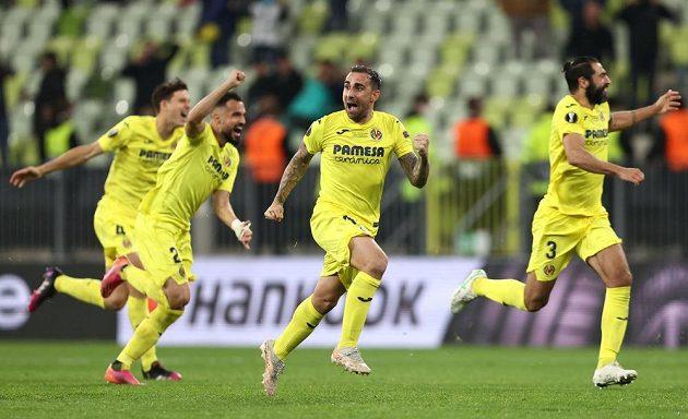 Hotovo. Fotbalisté španělského Villarrealu slaví triumf v Evropské lize, ve finále porazili po penaltovém rozstřelu Manchester United.