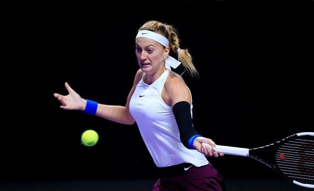Petra Kvitová během utkání na Turnaji mistryň proti Ashleigh Bartyové.