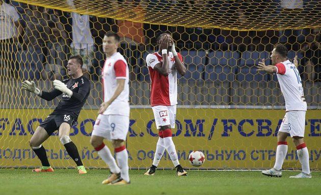 V této chvíli, kdy na začátku druhé půle inkasovali v Borisově druhý gól, slávistům dobře nebylo.