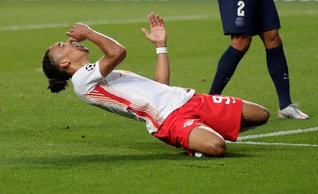 Yussuf Poulsen z Lipska po promarněné šanci proti PSG.