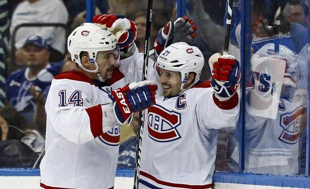 Tomáš Plekanec (vlevo) jásá nad výhrou Montrealu v Tampě 4:3.