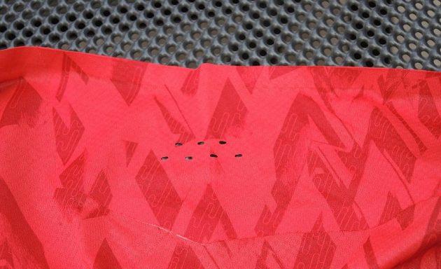 Tílko Mizuno Elite Aero Singlet - laserová perforace v podpaží.