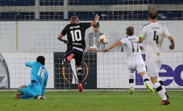 Luganský Mattia Bottani dává Plzni gól.