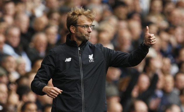 Kouč Liverpoolu Jürgen Klopp při své premiéře v novém týmu v utkání proti Tottenhamu.
