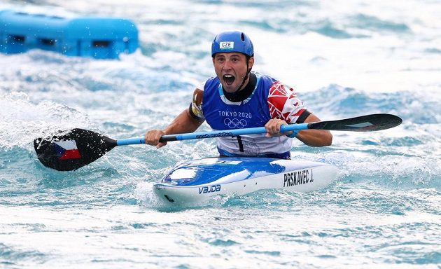 Olympijský vítěz Jiří Prskavec slaví v cíli závodu