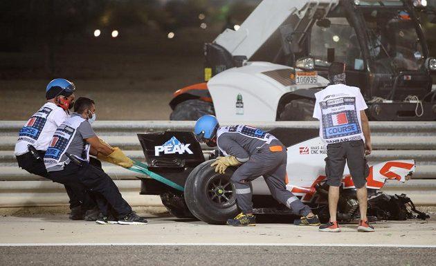 Velká cena Bahrajnu formule 1 byla krátce po startu přerušena po hrozivé nehodě Romaina Grosjeana
