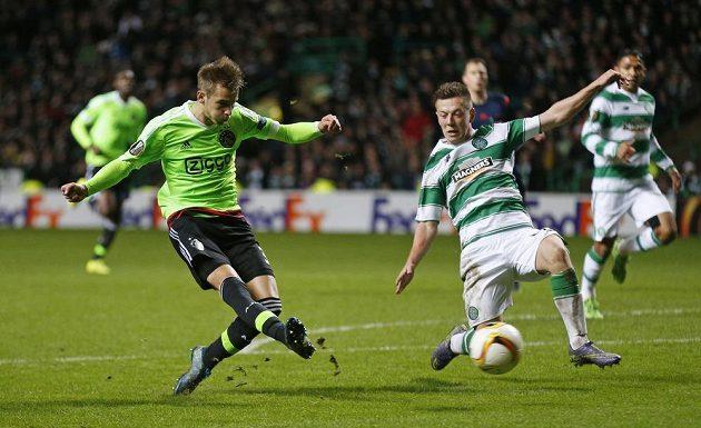 Nápřah a gól! Václav Černý z Ajaxu dává svůj první gól v Evropské lize a hned ve slavném Celtic Parku.