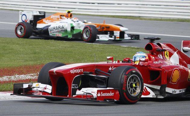 Fernando Alonso se svým ferrari.