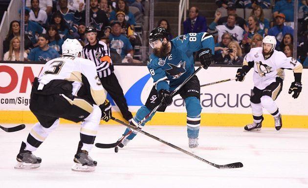 Brent Burns ve finále play off NHL proti Pittsburghu.