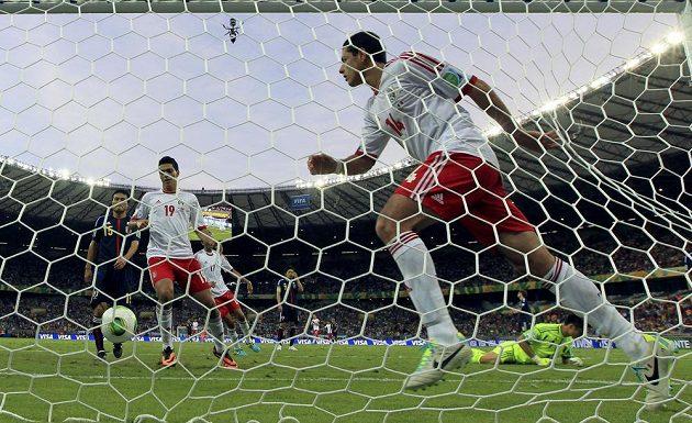 Mexičan Javier Hernandez právě vstřelil jednu ze svých dvou branek proti Japonsku.