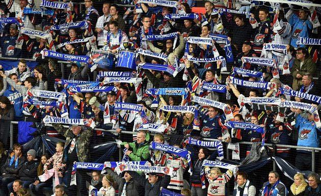 Fanoušci Chomutova se radují z vítězství nad Brnem.