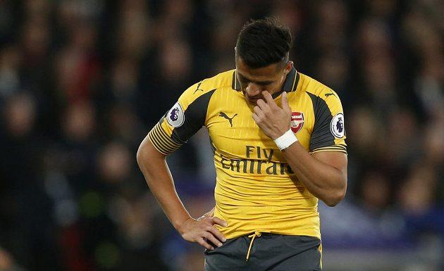 Zklamaný Alexis Sánchez z Arsenalu.