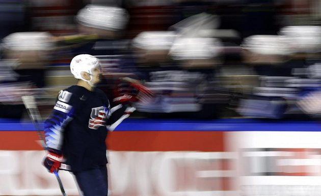 Chris Kreider z USA slaví první gól v utkání o bronz na MS proti Kanadě.