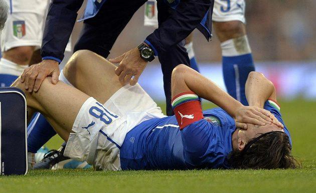 Zraněný Ital Riccardo Montolivo přijde o MS v Brazílii kvůli zlomené noze z přípravného duelu.