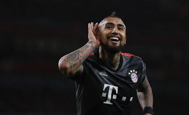 Arturo Vidal dal v závěru odvetného osmifinále Ligy mistrů dva góly do sítě Arsenalu a podtrhl vysokou výhru Bayernu. Náramně si to užíval.