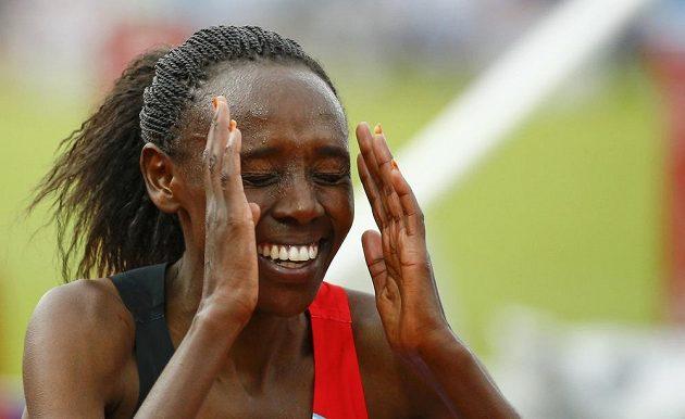 Reakce Yasemin Canové z Turecka po vítězství v závodě na 10 000 metrů na ME v Amsterdamu.